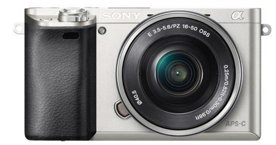 Sony Alpha 6000 + 16–50mm, stříbrná
